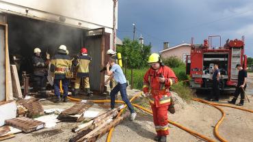 В Закарпатье 13 спасателей за несколько минут укротили огонь