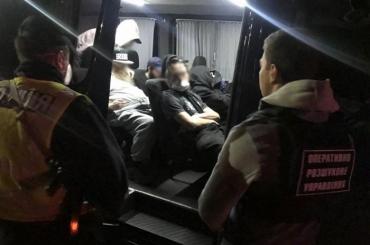 На кордоні Закарпаття затримали сімох хасидів у супроводі 2-х українців