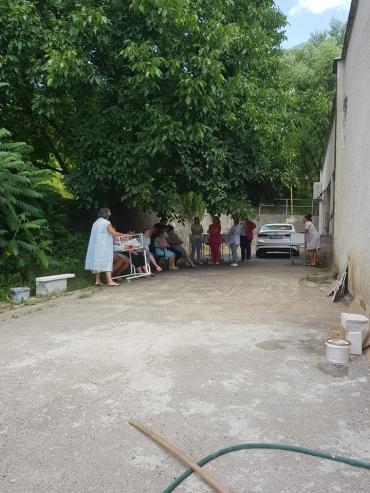 На Закарпатье ищут бомбу в роддоме: Появилось видео с эпицентра событий