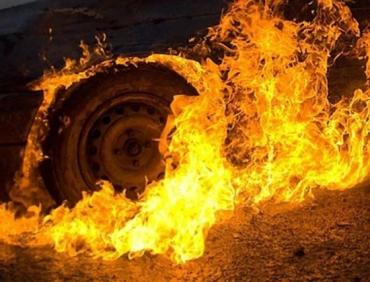 Легковушка вспыхнул как спичка в одном из городов в Закарпатье