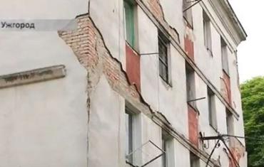 Семьи с маленькими детьми в Ужгороде живут в ужасных условиях