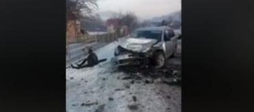 Мощное ДТП в Закарпатье: Обломки автомобилей валяются по всей дороге