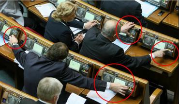 От 51 до 85 тыс. гривен штрафа за неперсональное голосование: Рада ввела наказание за кнопкодавство