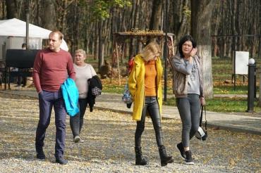 По-летнему горячо, эмоционально, драйвово!: В Ужгороде стартовал праздник «Бабье лето в Боздошском парке»