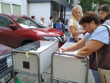 В Ужгороде мам и их детей эвакуируют из родильного дома