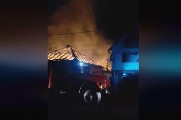 Закарпаття палахкотіло великою нічною пожежею — є жертви