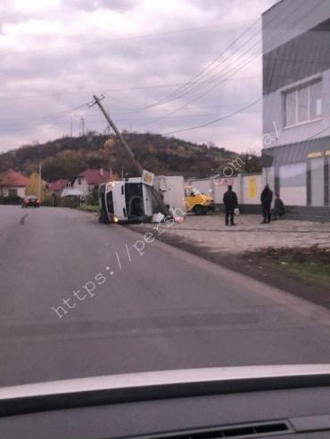 Лобовое стекло полностью выбито: В Мукачево утром произошло ДТП