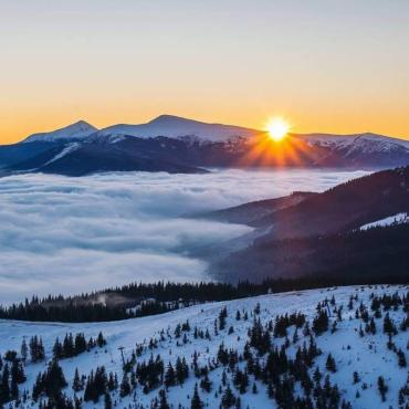 Закарпаття: у мережі показали неймовірний захід сонця на Драгобраті (ФОТО)