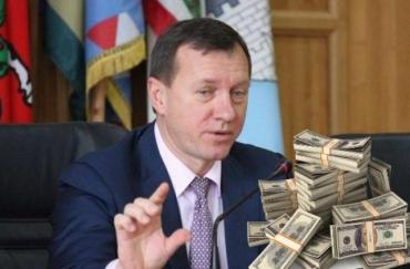 """Ужгородський мер-""""султан"""" Андріїв, оком не змигнувши, багатіє за рахунок держави"""
