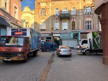 Магазины-паразиты заполоняют исторический центр Ужгорода
