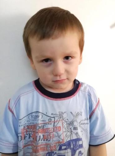 Отобрали от пьяницы: В Киеве на улице нашли малыша в синяках