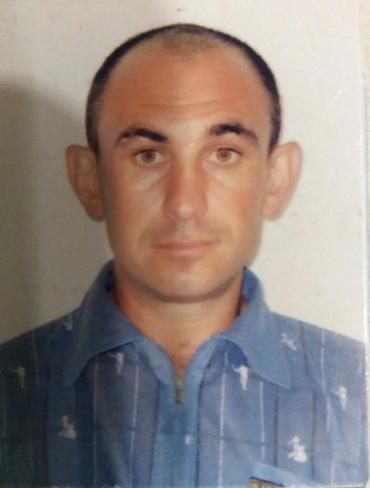 Появилось фото человека, который вонзил себе отвертку в живот и исчез на Закарпатье
