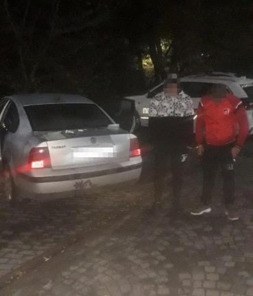 Ночью в Закарпатье двое подозрительных парней сразу же привлекли внимание полицейский