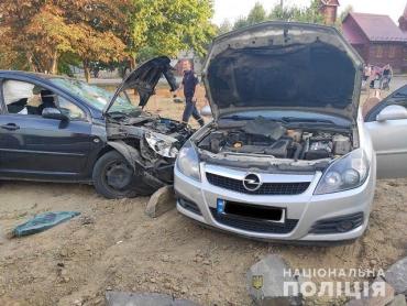 В Берегово пьяный водитель «Peugeot» влетел в «Opel Vectra» и сбил троих женщин