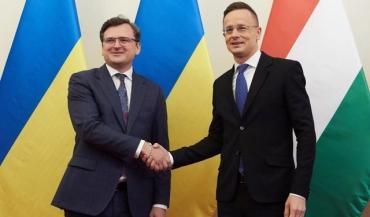Новое обострение в отношениях началось после серии обысков, проведенных СБУ в Закарпатье