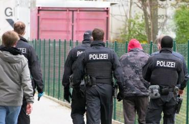 Затримання ділків, які нелегально працевлаштували українців в Німеччині і утримували їхню зарплатню
