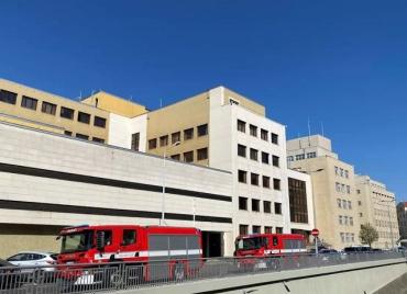 Пожарные, саперы и полиция проводят спецоперацию в здании МВД Чехии