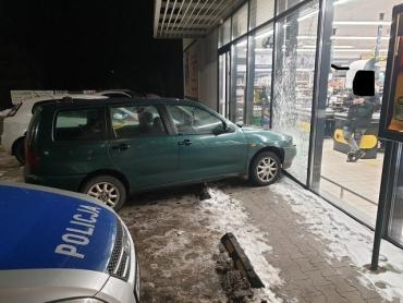 ДТП в Польше: Украинец навеселе влетел на авто в магазин