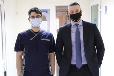 В Закарпатье первым провакцинировался от COVID-19 врач областной больницы