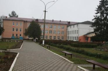 В Ужгороді депутати ОДА прийняли рішення після місячних протестів освітян