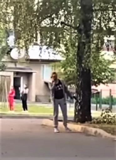 У Мукачеві дівчина з пістолетом у руках підняла на вуха весь район