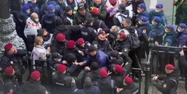 В Киеве начались столкновения: Силовики жестко оттеснили активистов SaveФОП