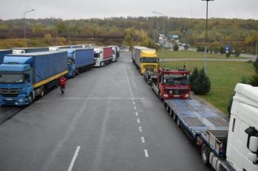 В Закарпатье на границе коллапс: Застряли больше 300 машин