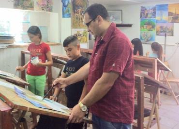 У Мукачево діти ромів презентували громаді свої пейзажі, натюрморти, портрети