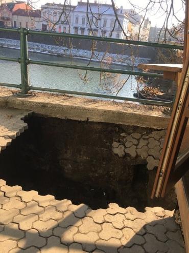 НП в Ужгороді: На головній площі ледь не впав кіоск з продавщицею
