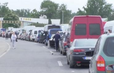 На КПП Тиса и Лужанка в Закарпатье очередь стала еще больше - 150-200 авто!
