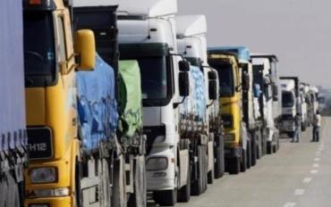 """На кордоні Закарпатті з Угорщиною утворилися великі автомобільні """"тягнучки"""""""