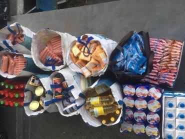 На КПП Тиса таможенники конфисковали продукты: Мужчина в десятки раз превысил нормы ввоза продуктов питания