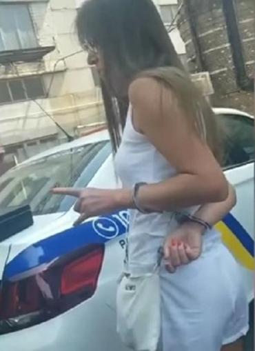 В Киеве жена таможенника третий раз попалась на пьянке за рулем и попала на видео