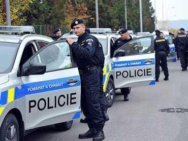 """Масова """"облава"""" у Чехії: Затримали 4 """"босів"""" із Закарпаття, їм загрожує до 10 років"""