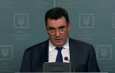 Доложил об итогах сегодняшнего СНБО на брифинге Алексей Данилов.