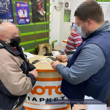 Главный государственный инспектор таможенного поста «Павлово» не слабо влип.