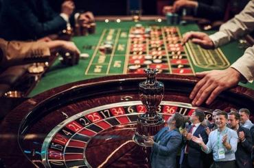 Спасались от мародёров и выбрали шулеров: Спрячемся от коронавируса в официальных казино