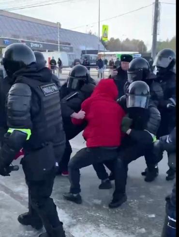В России сегодня - опять день митингов в поддержку Навального: Начались задержания