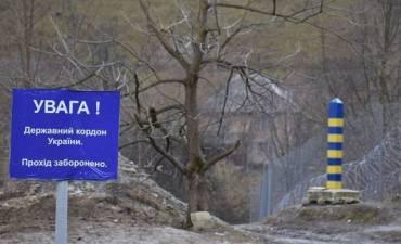 """На границе в Закарпатье """"интуристы"""" лезут в ЕС через забор"""