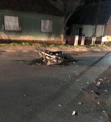 Жесткая авария в Закарпатье: Байкера размазало об дверь автомобиля