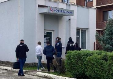 """СБУшники в Ужгороді """"закільцювали"""" в кайданки не останню людину в ДМС Закарпаття"""