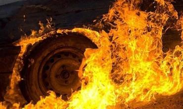 Невеличкий автобус підпалили невідомі у закарпатському місті Хуст!