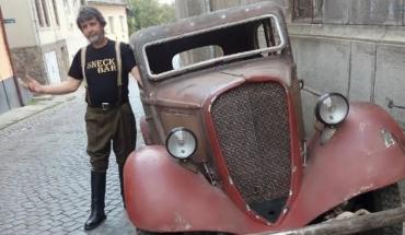 На День автомобілістів в Ужгороді презентується експозиція історичних автомобілів