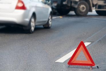 """В Закарпатье водитель автомобиля """"не заметил"""" человека на трассе!"""