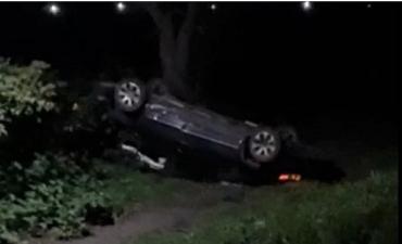 """Как автомобиль """"стал на голову"""" на дороге в Закарпатье"""