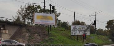 В Ужгороді у день тиші виявили масу передвиборчих листівок на стовпах!
