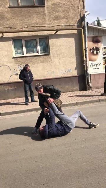 В Ужгороде прямо на дороге развязалась кровожадная драка