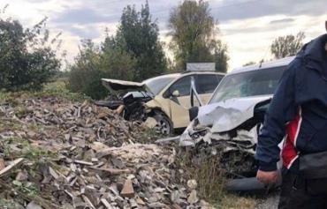 Дикое ДТП в Закарпатье: Двоим автомобилям напрочь разнесло капоты
