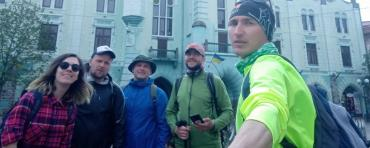 Пішки з Ужгорода до Мукачева: п'ятеро ужгородців пройшли 40 км за майже 9 годин