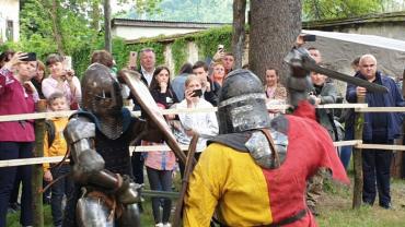 На Закарпатті справжні лицарські бої, запальні танці, вогняне шоу, квести та майстер-класи